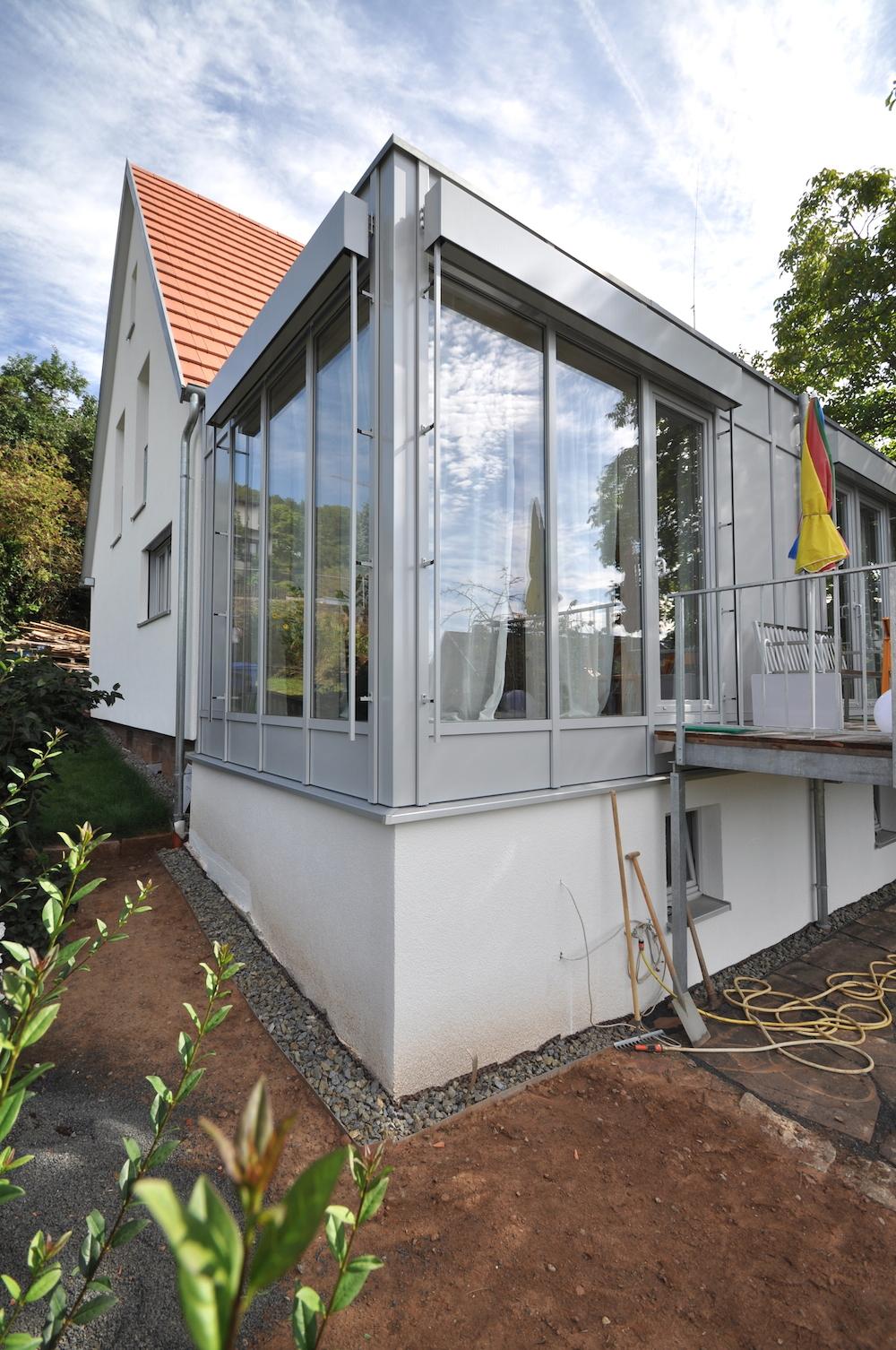 anbau mit wohnraum im modernen anbau mit glasdach with anbau mit kosten anbau haus bau net. Black Bedroom Furniture Sets. Home Design Ideas